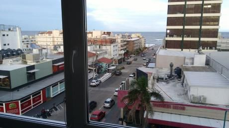 A Estrenar 1 Dorm. Centro De Punta Del Este Vista Al Mar