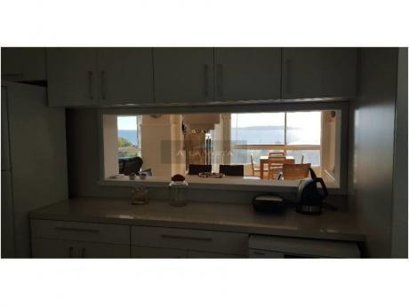 Apartamentos En Playa Mansa: Alv329a