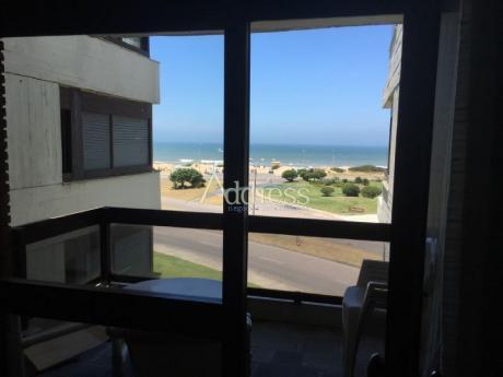 Venta Excelente Unidad Con Vista Al Mar. 2 Dormitorios 2 Baños.