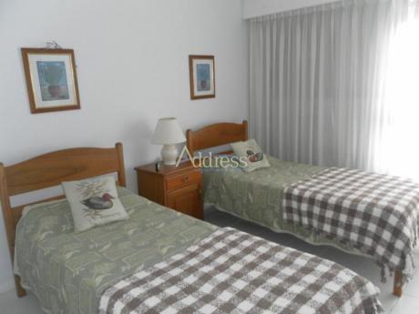 Apartamentos En Playa Mansa: Add1111a