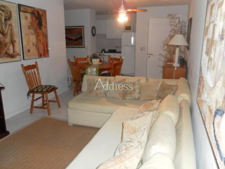 Apartamentos En Playa Mansa: Add1135a