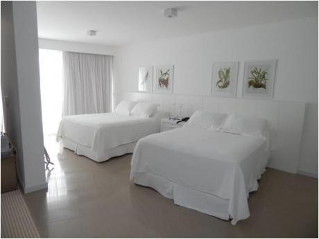 Apartamentos En Playa Mansa: Alx19a