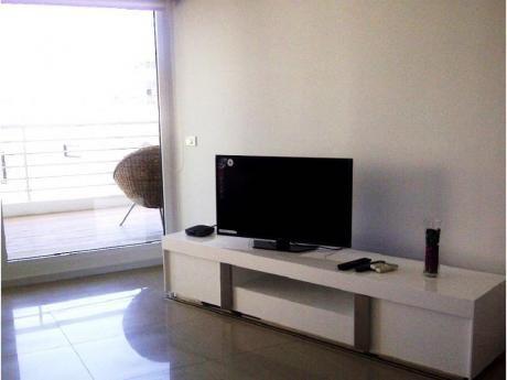 Apartamentos En Playa Mansa: Alx24a