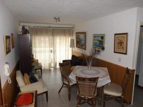 Apartamentos En Playa Mansa: Anc177a