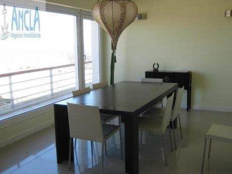 Apartamentos En Playa Mansa: Anc499a