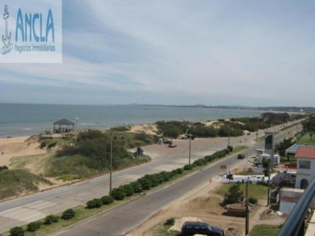 Apartamentos En Playa Mansa: Anc615a