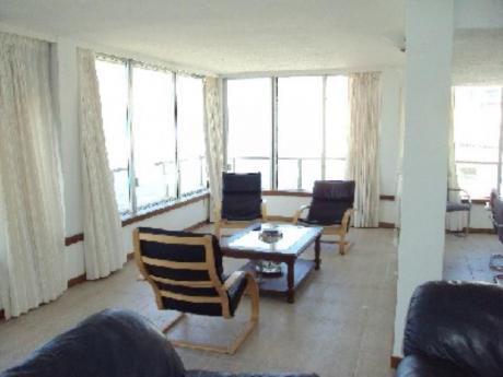 Apartamentos En Playa Brava: And1077a