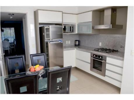 Apartamentos En Playa Mansa: And3811a