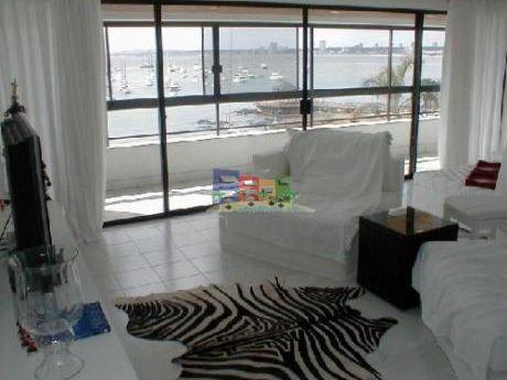 Apartamentos En Playa Mansa: Bbp30a