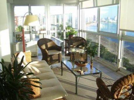 Apartamentos En Playa Mansa: Bla1354a