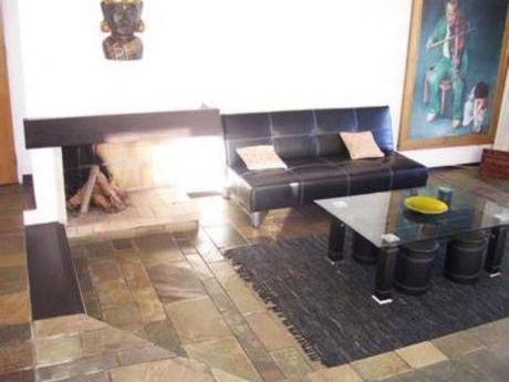 Apartamentos En Playa Mansa: Bla1452a