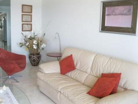 Apartamentos En Playa Mansa: Bla1536a