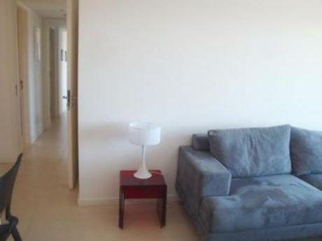 Apartamentos En Playa Mansa: Bla1552a
