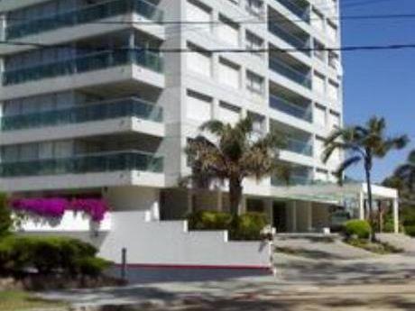 Apartamentos En Playa Mansa: Bla941a