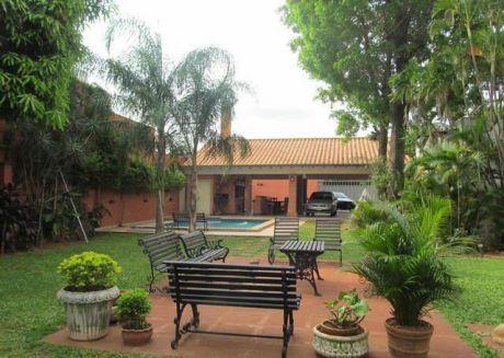 Vendo Hermosa Residencia A Pasos Del Shopping Del Sol, World Trade Center, Inmejorble Ubicación, 1003 M2.