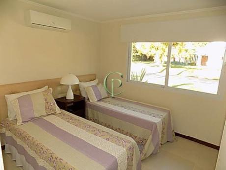 Casas En Playa Mansa: Cpt11465c