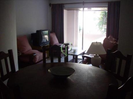 Apartamentos En Playa Mansa: Cpt85a
