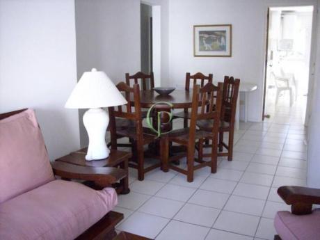 Apartamentos En Playa Mansa: Cpt882a