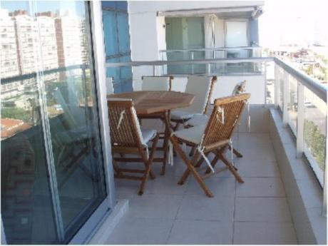 Apartamentos En Playa Mansa: Cro1050a