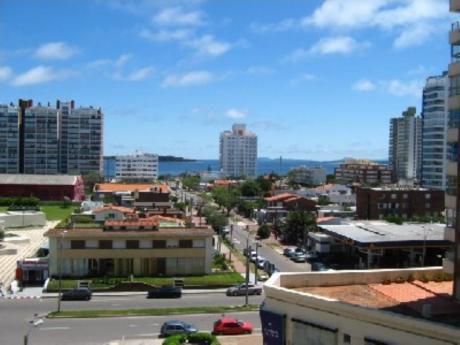 Apartamentos En Playa Brava: Cro1067a