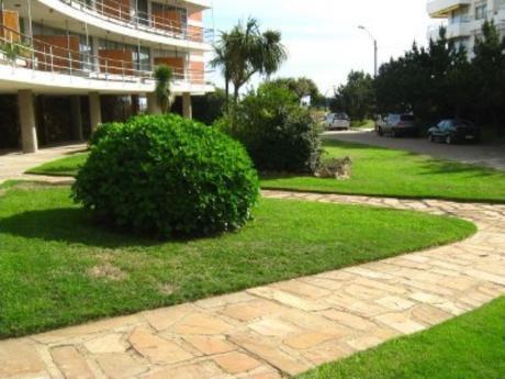Apartamentos En Playa Mansa: Cro1095a