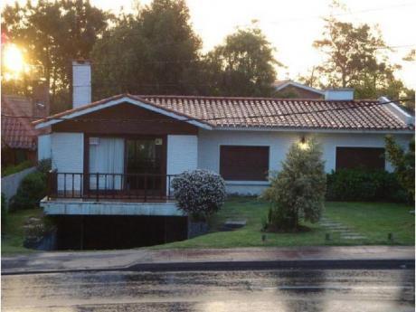 Casas En Playa Mansa: Cro1146c
