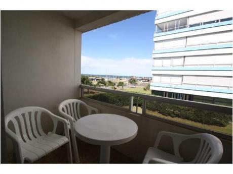 Apartamentos En Playa Brava: Cro1975a