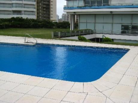 Apartamentos En Playa Brava: Cro2195a