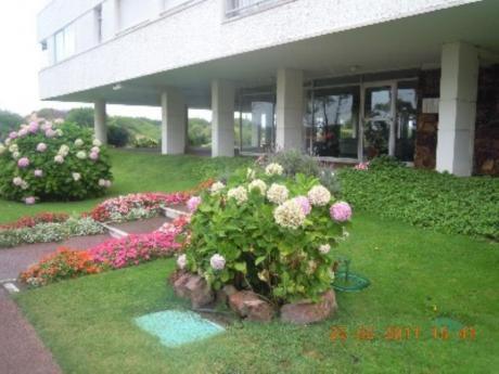 Apartamentos En Playa Mansa: Cro2224a
