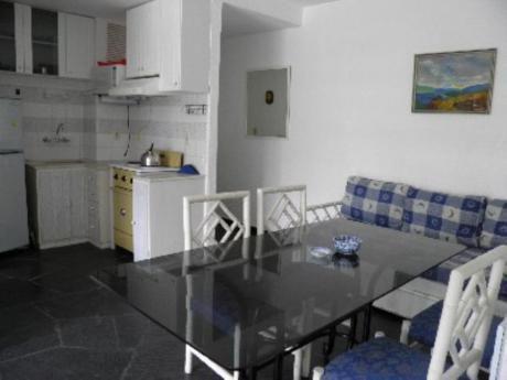 Apartamentos En Playa Mansa: Cro2521a