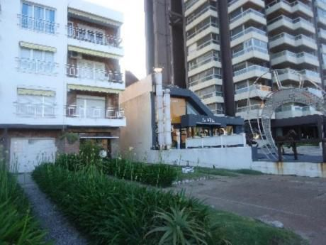 Apartamentos En Playa Mansa: Cro2951a