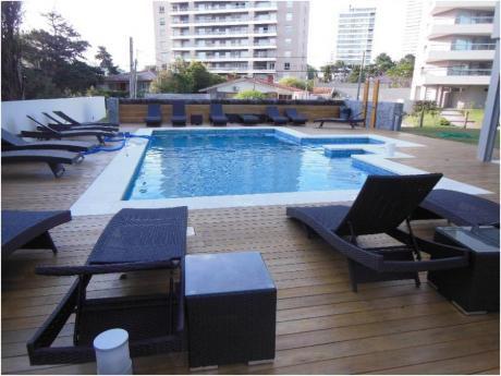 Apartamentos En Playa Brava: Cro3358a