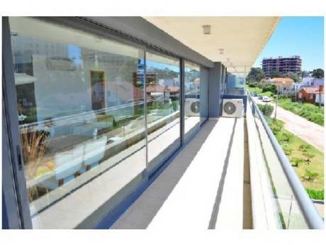 Apartamentos En Playa Brava: Cro3637a