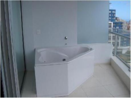 Apartamentos En Playa Mansa: Cro651a