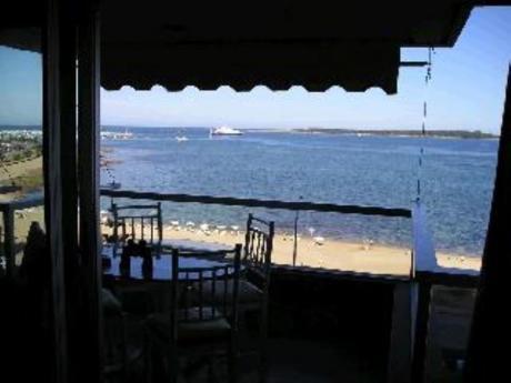 Apartamentos En Playa Mansa: Cro68a