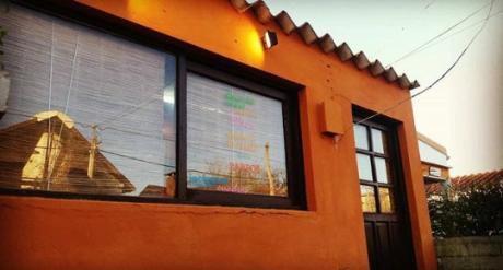 Casa A Dos Cuadras De La Bahia Chica, Ideal Jovenes