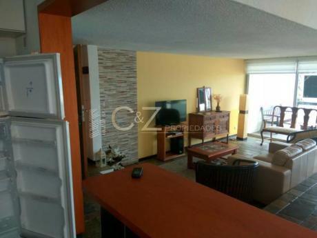 Apartamentos En Playa Mansa: Cyz54a