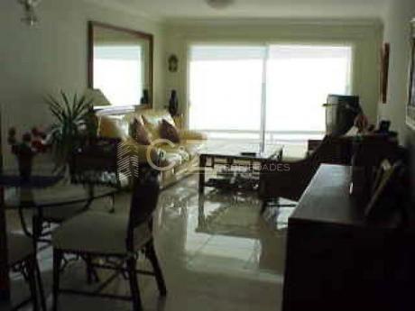Apartamentos En Playa Mansa: Cyz6a