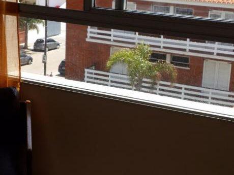 Apartamento 4 Ambientes Definidos, 1 Baño, Terraza Con Vista