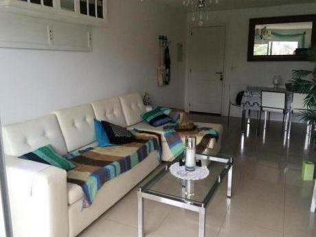 Apartamentos En Playa Mansa: Gll1081a