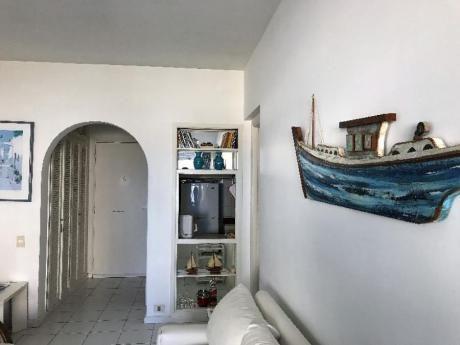 Apartamentos En Playa Mansa: Idg151a