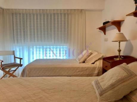 Apartamentos En Playa Mansa: Idg207a