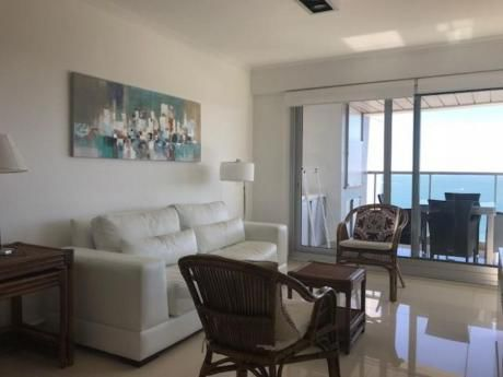 Apartamentos En Playa Mansa: Idg223a