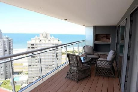 Apartamentos En Playa Mansa: Idg225a