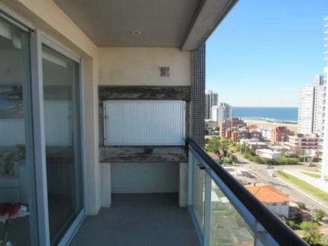 Apartamentos En Playa Mansa: Idg28a