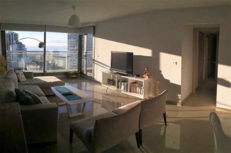 Apartamentos En Playa Mansa: Idg46a
