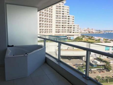 Apartamentos En Playa Mansa: Idg81a
