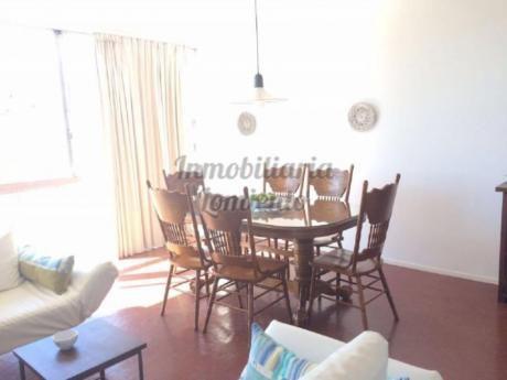 Apartamentos En Playa Mansa: Lmt154a