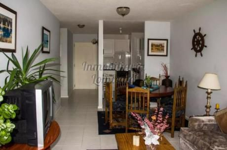 Apartamentos En Playa Mansa: Lmt236a