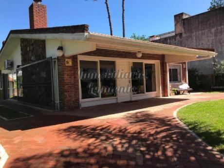 Casas En Playa Mansa: Lmt450c